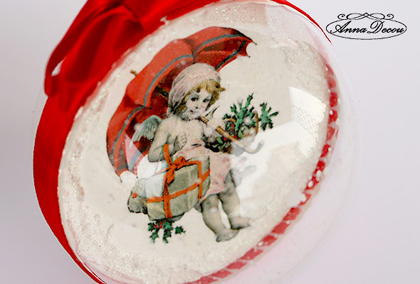 AnnaDecou hand decorated Xmas bauble with a little girl, handarbitet Weihnachtskugel.